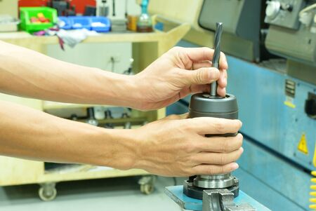 collet: Insert milling tool to CNC collet head