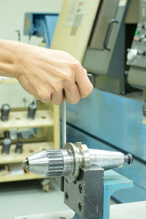 collet: Unlock collet tool for CNC machine before insert the drill tool