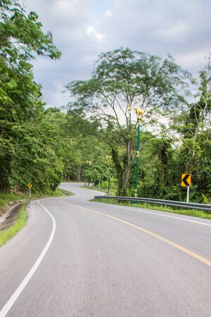 curve road: curve of the road, road in mountain