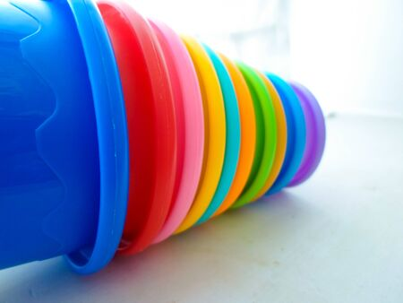 multi-colored toy pyramid. children's toy pyramid cups 写真素材 - 130044615