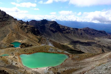 Landscape View Of Colorful Emerald Lakes And Volcanic Landscape Tongariro National Park New Zealand February 2020 Fotografiya Kartinki Izobrazheniya I Stok Fotografiya Bez Royalti Image 144678154