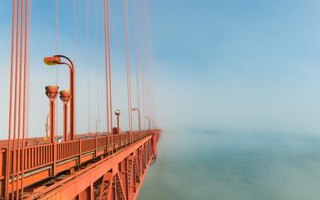 Golden Gate Bridge in the fog lasts. Banco de Imagens