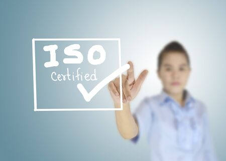 ISO-zertifizierte Symbol oder das Symbol Bild Konzept-Design mit Business-Frauen für Business-Konzept. Geschäftskonzept