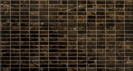 braune Mosaik-Fliesen