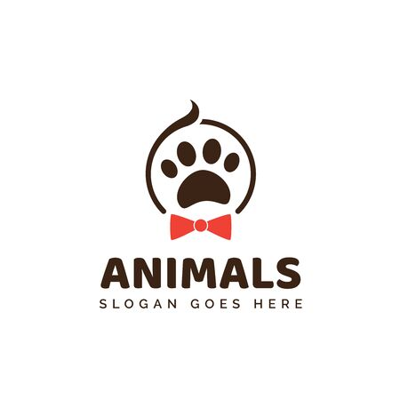 Pet shop clinic home care logo design with person heads and dog or cat footprints Stock Illustratie