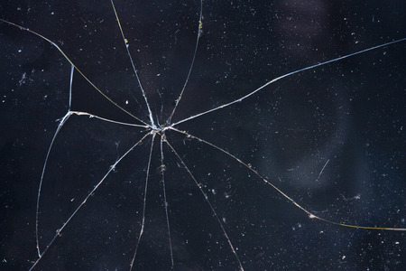 vidrios rotos fondo negro