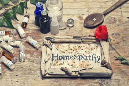 homeopatia: La homeopatía mesa con texto escrito a mano