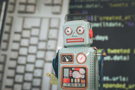 Symbol für einen Chatbot oder Social Bot und Algorithmen, Programmcode im Hintergrund
