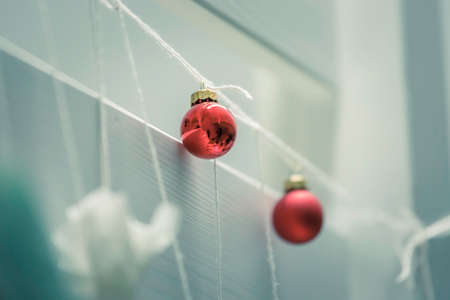 Christmas decoration: Close up of red Christmas baubles Standard-Bild