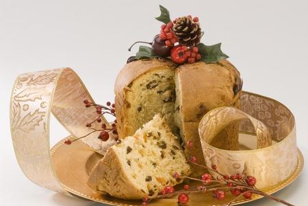 weihnachtskuchen: Panettone.Traditional italienische Weihnachtskuchen mit Rosinen und kandierten Orangenschalen gefüllt. Lizenzfreie Bilder