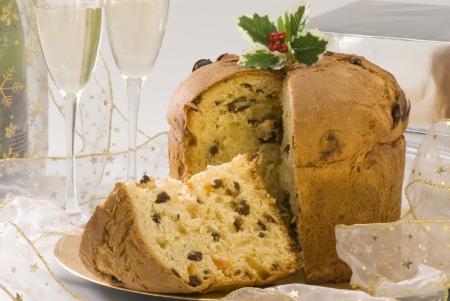 Panettone Traditionelle italienische Weihnachtskuchen mit Rosinen und kandierten Orangenschalen gef�llt