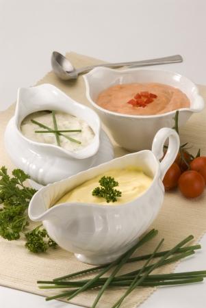 pansement: Fromage mayonnaise et des sauces cocktail en salade vinaigrette sauci�res