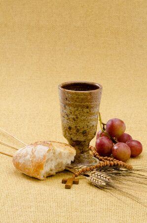 prima comunione: Prima Comunione composizione su sfondo beige tela di sacco