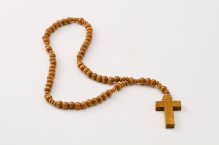 holy communion: Primera Comuni�n Rosario sobre fondo blanco. Enfoque en primer plano.