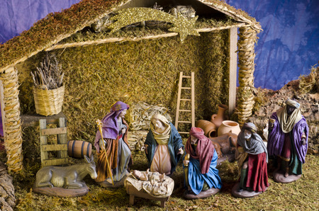 Weihnachtskrippe. Anbetung der Heiligen Drei K�nige. Baby Jesus in Vordergrund.