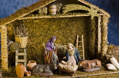 Weihnachtskrippe. Figuren der Baby Jesus, Maria und St. Joseph.