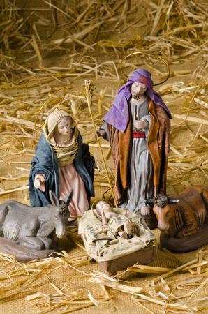 nacimiento de jesus: Pesebre de Navidad. Las figuras del Ni�o Jes�s, la Virgen Mar�a y San Jos�
