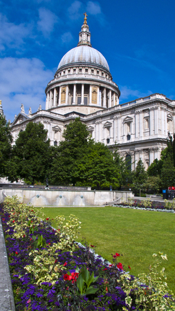 st pauls: View of St. Pauls Cathedral and Gardens, London, United Kingdom