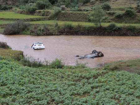 Two racing cars ending in a lake after their occupants were taken to a hospital, Madagascar
