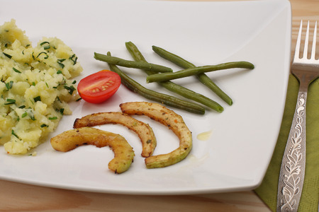 pure de papa: Green beans , fried zucchini , tomato and mashed potatoes
