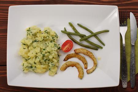 pure de papa: Green beans , fried zucchini , tomato and mashed potatoes
