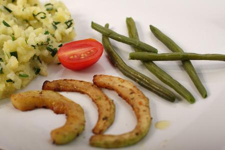 pure de papas: Judías verdes, calabacín frito, patatas y puré de tomate
