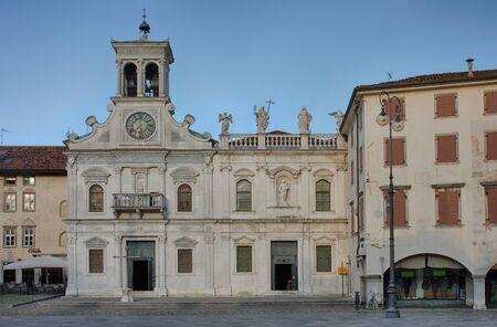san giacomo: Piazza san Giacomo in Udine, Italy, sunrise time.