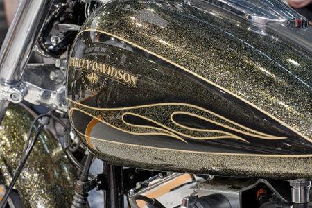 tanque de combustible: BRNO, República Checa-MARZO 4,2016: Cierre de depósito de combustible de la motocicleta de Harley Davidson Softail Breakout en la Feria Internacional de Motocicletas en marzo de 4,2016 en Brno en República Checa Editorial