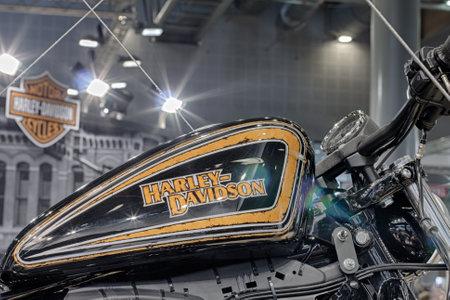 tanque de combustible: BRNO, República Checa-MARZO 4,2016: Cierre de depósito de combustible de la motocicleta Harley Davidson en la Feria Internacional de Motocicletas en marzo de 4,2016 en Brno en República Checa Editorial