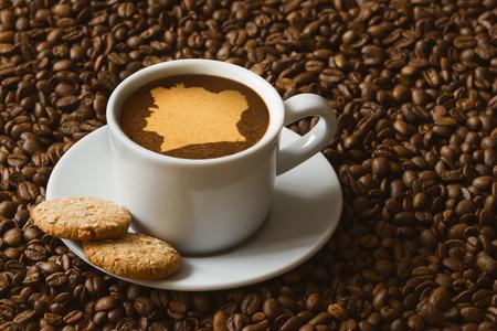 コートジボワールの地図ホット コーヒー飲料の静物写真 写真素材