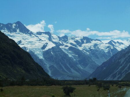 hiway: Mountain ranges in New Zealand Stock Photo