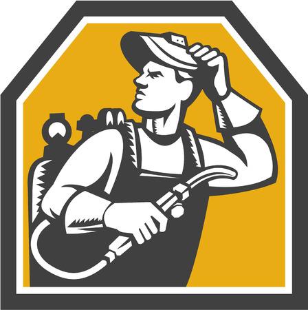 soldador: Ilustración del trabajador soldador que trabaja sosteniendo antorcha de soldadura mirando hacia arriba visto desde lado dentro de la forma del escudo en el fondo aislado hecho en estilo retro grabado en madera. Vectores