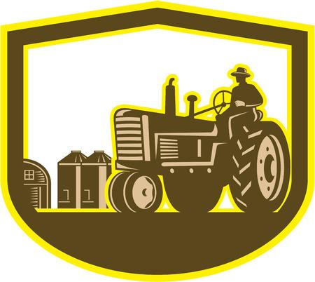 arando: Illlustration de un trabajador granjero conduciendo un campo de granja tractor arando la vendimia fijó dentro cresta escudo hecho en estilo retro en el fondo aislado.