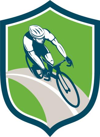 道路上の自転車に乗って自転車自転車バイクのライダーのイラストは、レトロなスタイルで行われる分離の背景に盾の紋章中設定高角度から見た。
