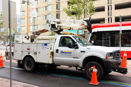 camioneta pick up: NUEVA YORK, septiembre. 29: Bucket el carro o el selector de cereza camioneta estacionada en el centro de Nueva York, Nueva York, Estados Unidos tomada el 29 de septiembre de 2015.