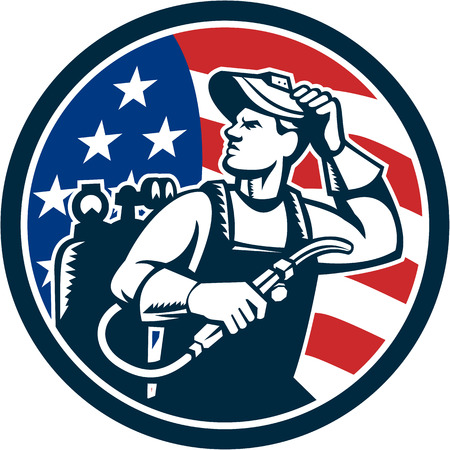 Ilustracja spawacza pręta uchwytu z kablem elektrycznym i elektroda do spawania łukowego i maskę spawacza daszek patrząc z boku z usa amerykańskie gwiazdy i pasy flagi w tle ustawić wewnątrz koła wykonane w stylu retro.