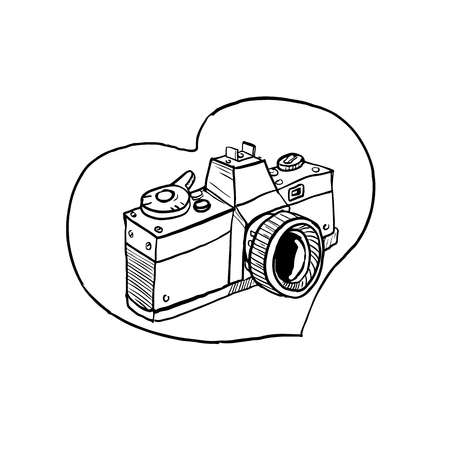Drawing sketch style illustration of a vintage 35mm slr camera set inside heart shape on isolated background. Vectores