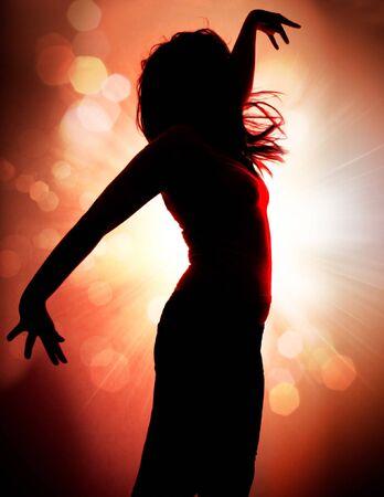 T�nzerIn: tanzende Silhouetten der Frau in einem Nachtclub  Lizenzfreie Bilder
