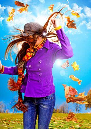 jaunty: joven feliz con follaje en oto�o