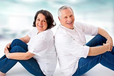 jaunty: pareja de ancianos se divierten juntos attracitve