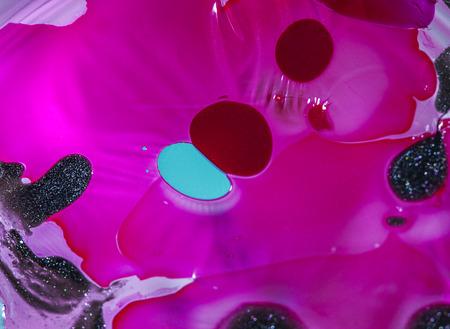Gek en kleurrijke nagellak effect in water