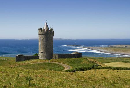 doolin: Doonagore castle in Doolin,Ireland