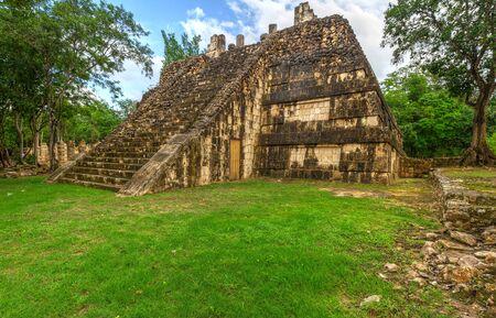 itza: Ossario pyramid in Chichen Itza, Mexico