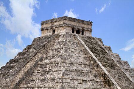 itza: Kukulkan pyramid of Chichen Itza in Mexico