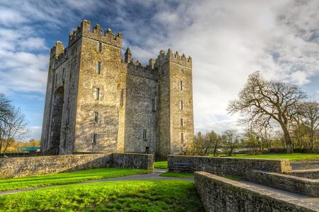 Castello di Bunratty nella contea di Clare, Irlanda Archivio Fotografico - 59297191