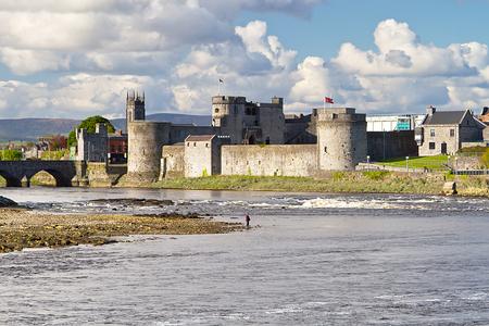 リムリック (アイルランド) の王ジョンの城 写真素材