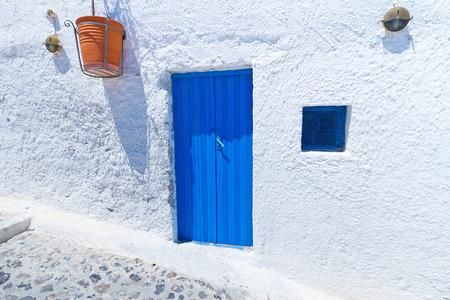 greek pot: Architettura del villaggio greco di Santorini Archivio Fotografico