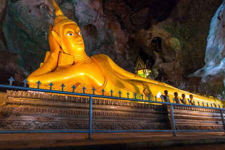 koh kho khao: Lying gold Buddha in the temple of Wat Tham Suwan Khuha cave Stock Photo