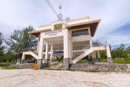 evacuation: la evacuaci�n del edificio tsunami en Tailandia