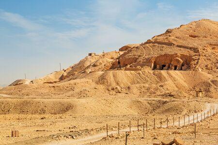 tumbas: Tumbas en el templo de la reina Hatshepsut en Egipto